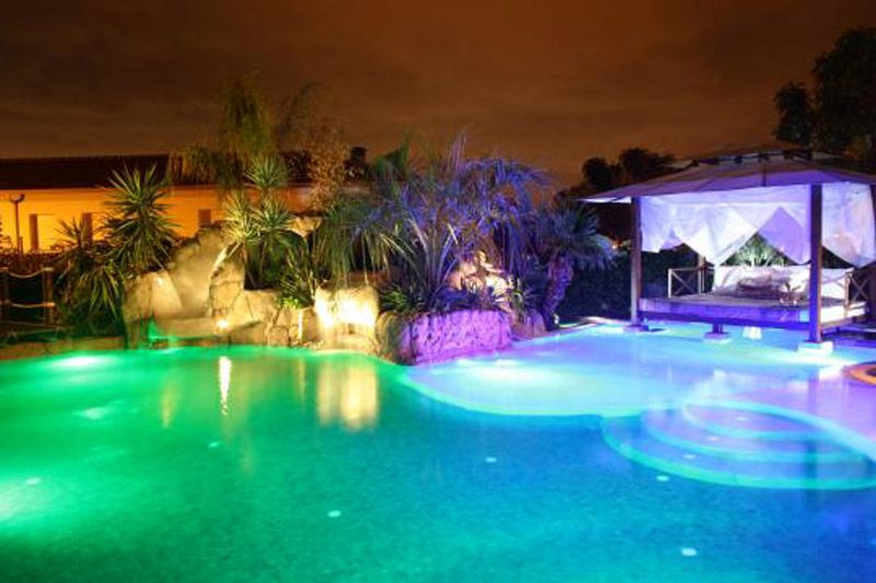 L mpara led piscina 36w rgb ip68 mundo led for Luces para jardin sin cables